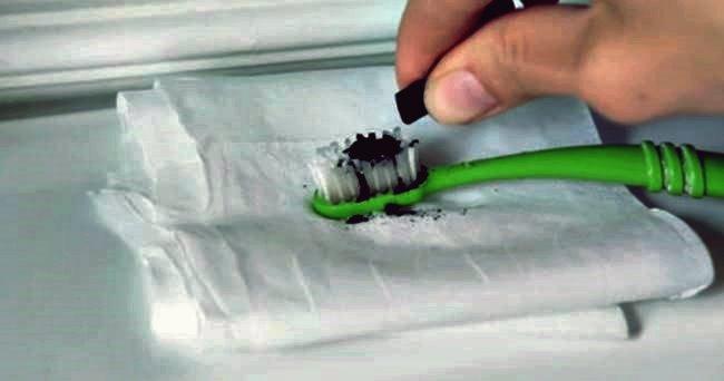 Kreative Ideen - Wie Sie Ihre Zähne mit Aktivkohle aufhellen
