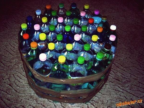 How to DIY Einfache Ottomane aus Plastikflaschen