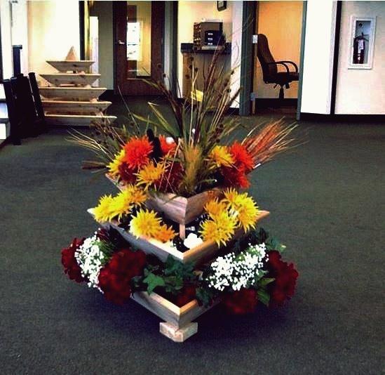Kreative Idee der Hausgartenarbeit - Triolife-Pflanzenpyramide